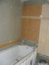 začátek obkládání v koupelně:-)