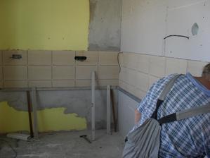 5.9.2012 - obkládání kuchyně
