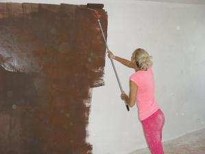 čokoládová barva na jednu stěnu v obýváku