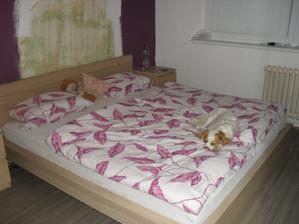 za postelí bude ještě tapeta:-)