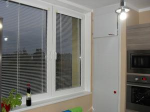 spíž se ještě doladí, dveře se udělají z krycího panelu v barvě kuchyně:-)