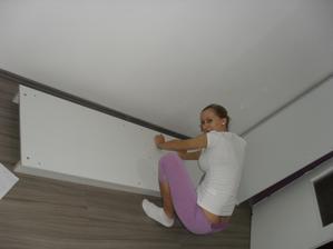 montujeme skříň v ložnici :-)