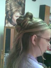 zkouška účesu 9.8.2010 - spodní vlasy ve skutečnosti budou zvlněné..