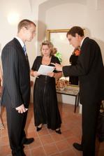 ženich, svědek a matrikářka v přípravně