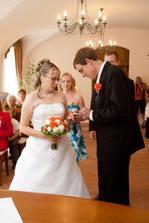 ženich nevěstě