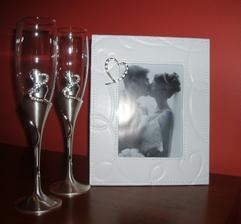 A tu su nase svadobne pohare s ramikom na nasu svadobnu fotecku