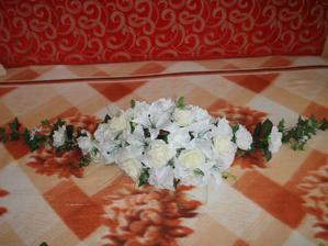 ikebana na hlavny stol