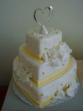 A takto vyzerala naša hlavná svadobná torta v skutočnosti :-)
