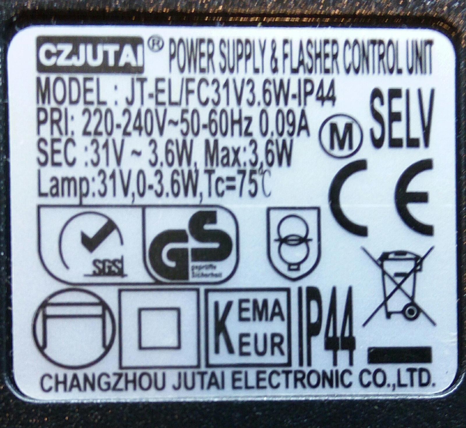 Prosim vas, co ste zdatni v elektrike, kupil som 2 vianocne retaze, jedna ma blikacie mody (7 metrova, ma oznacenie SEC max 3,6W), jedna iba svieti (30 metrova, ma SEC 6W). Mozem napajacie zdroje medzi sebou prehodit (kratsia retaz by svietila, dlhsia blikala), koncovky kablov sedia. - Obrázok č. 1