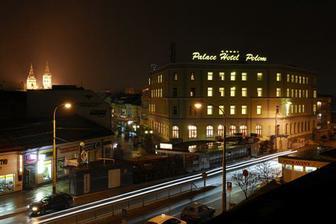 Palace Hotel Polom..tu bude hostina..v pozadí vidieť aj farský kostol;)