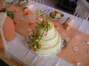 Náš krásný dortík!! Máme kousek v mrazáku, vyndáme ho na naše první výročí!!