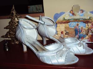 Tyto nádherné botičky jsem dostala od sestřičky- čekaly na mě pod vánočním stromečkem;o)