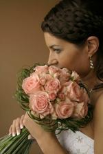 Nová favoritka..jen s bílými nebo meruňkovými růžemi