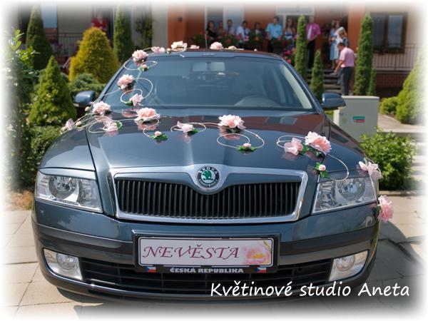 Příprava naší svatby-inspirace;o) - Do takové ozdoby na auto jsem se momentálně zamilovala:-)
