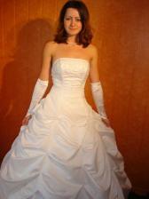 Tak to jsem já ve svatebních šatech :-) ale bez závoje