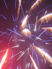Jedno z obrovských a nezapomenutelných překvapení - půlnoční ohňostroj se vší parádou!