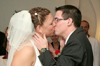 první novomanželský polibek :-)