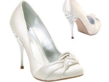 """""""Keby som sa mohla odviazať, moja svadba snov by vyzerala takto..."""" - Svadobné topánočky - síce vysoké, ale kráááásne"""