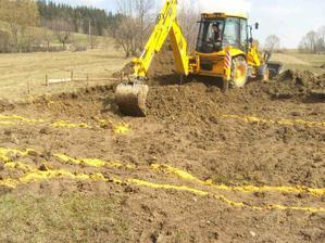 Potom sme zecali kopat zaklady.