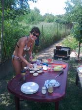 tu sa pripravujú raňajky - hamburgery