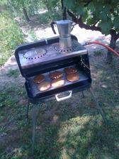 mäsko na hamburgery a kávička sa už varia/pečú :-)