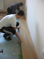 no a tu to začalo :-) nevedeli ako ich ukladať aby im od steny nevysiel len 10cm kus :-) ...
