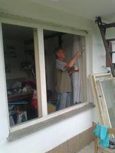 tatko pomohol okná malovať :-)
