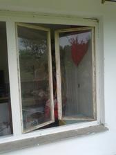 rám je už natretý aj 2x ... este okná treba dať do pucu :-)