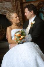Krásný pár... a dobrý fotograf, taková je má předsatva svatebních fotek :o) Snad nevadí novomanželům, že jsem si ty fotky půjčila :o)