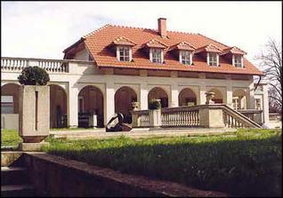 Zámek - Budova kolonády