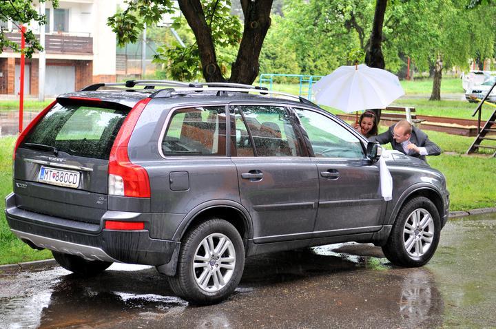 Barbora{{_AND_}}Viliam - Ale nám pršalo... ešte že mám skvelých pomocníkov :)
