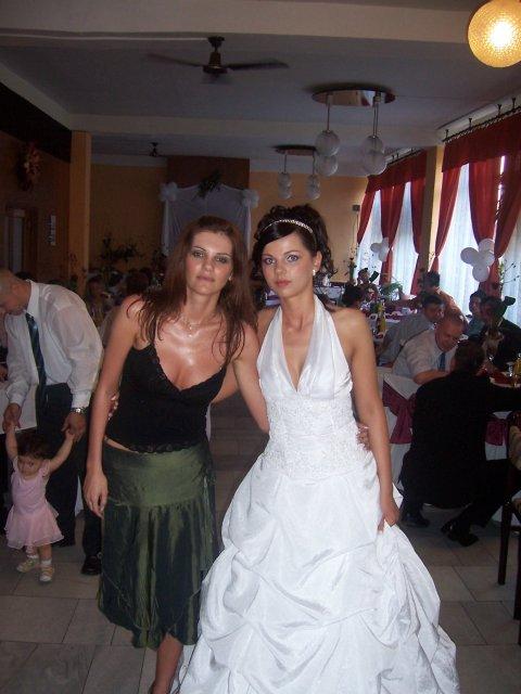 T & I  15. júla. 2006 :) - na svadbe michel, bolo super,len hrozne teplo