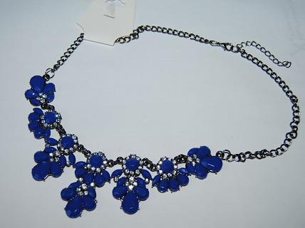 Nahrdelník s modrýma kamenama - Obrázek č. 1