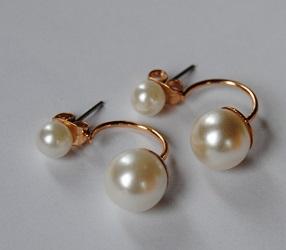 Naušničky perličkové dvojité v uchu a pod ním - Obrázek č. 1