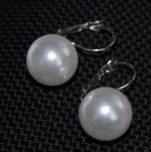 Naušničky s velkou perlou,
