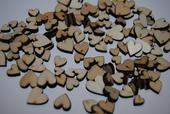 100ks dřevěná srdíčka k nazdobení vývazků at,