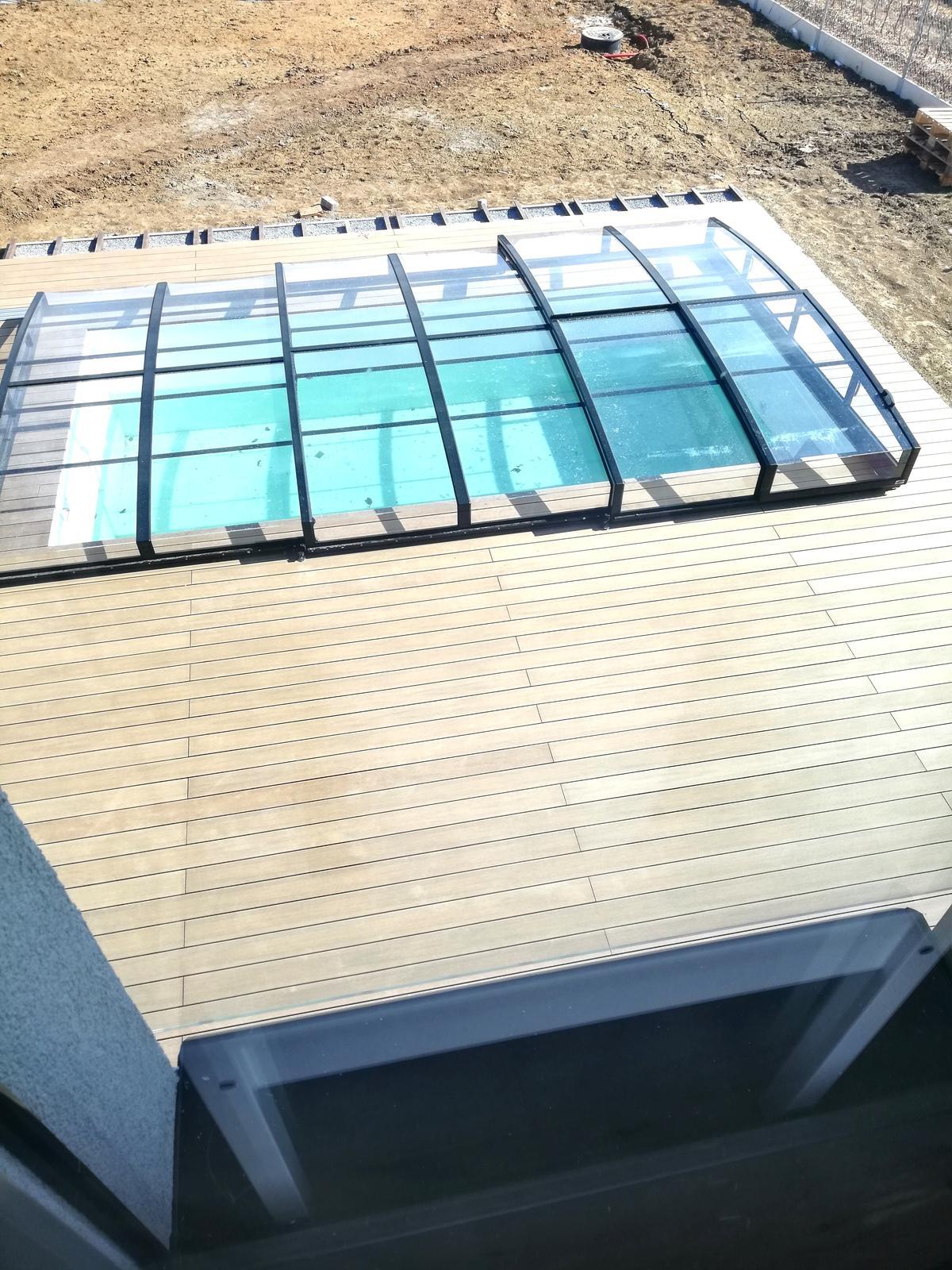 Tak už i my stavíme 😍 - Zastřešení hotové, terasa se dokončuje