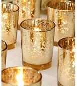 Svietniky v zlatej farbe,