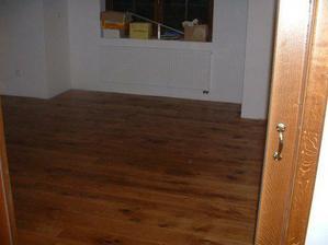 navoskovana podlaha, chybi jeste jedna vrstva