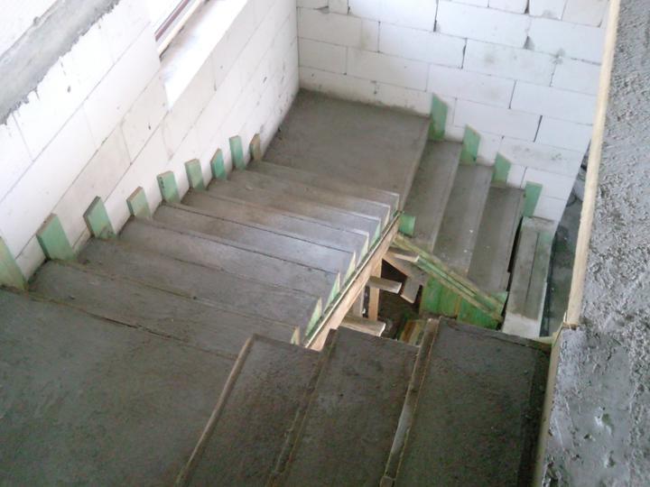 PASÍVNY DOM lachko ze srandu a samí (čize za lacáka) - schody jak lusk