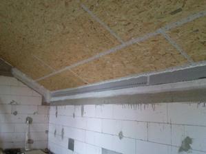 napenetruvaní beton a lepeňí s pásku proťi odchodu luftu z domu a vlhkého duplom lebo hore je vata