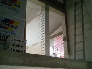 stena ze stlpom