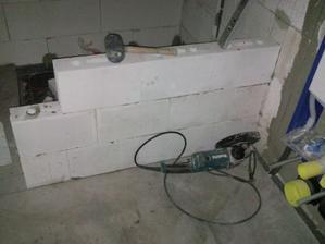 dokončeňí poťera v technnickokupelňovokomorovom priestore vymuruvaňí poslenních príčék aj sprcháča.samozrejme z vapnopiskovích tehé