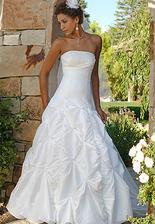 Jednoduché bílé šaty