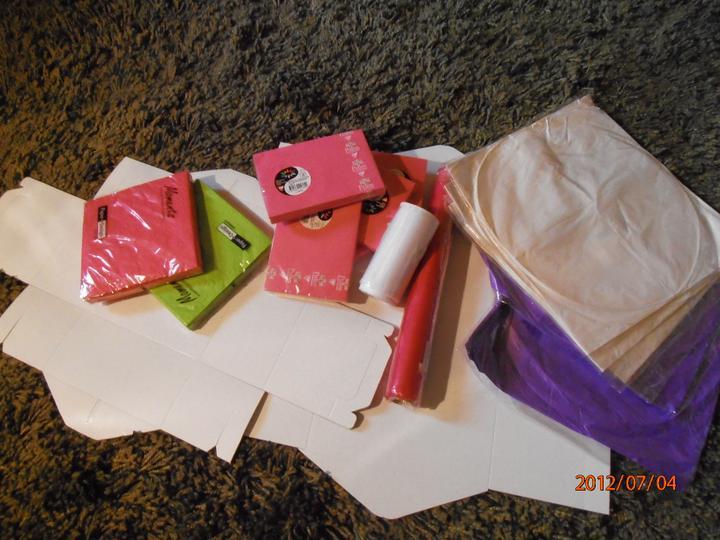 Pomaly začíname :) - vcerajsi ulovok :) servitky, obalky, krabice na vysluzky, lampiony, organza na vyzdobu brany