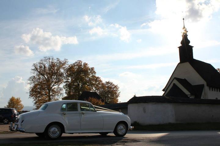 Martina{{_AND_}}Tomáš - Naše autíčko s kostolíkom :)