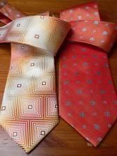 levá kravata pro svědka, pravá pro ženicha