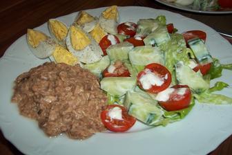 Zeleninový salát s tuňákem a vejci