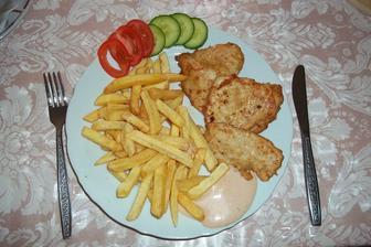 Marinovaná kuřecí prsíčka, hranolky