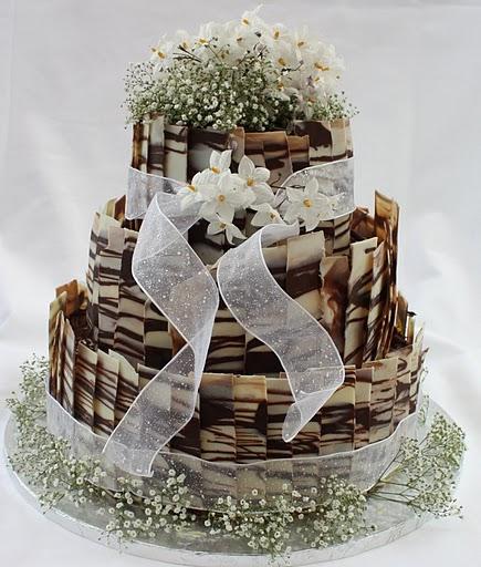 World Best Cake Images Hd : Svatebni dort zdoben? kremem, ne potahovkou. Mate ...